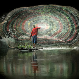 Net Fishing by Pimpin Nagawan - People Portraits of Men