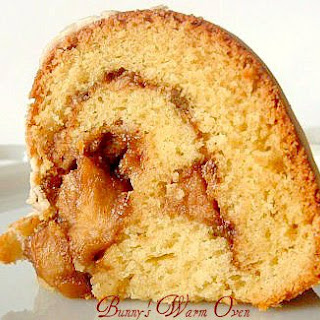 Old Fashioned Sour Cream Cake With Apple – Nut Filling