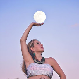 Henna And The Moon by Melissa Jackson - People Maternity