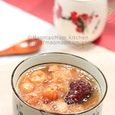 White Woodear Dates Lotus Seeds And Lily Bulb Soup 红枣银耳莲子羹