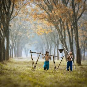 Mencari Kroto by Ipoenk Graphic - Babies & Children Children Candids