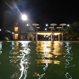 Swimming pool at night by Tridibesh Chatterjee - Buildings & Architecture Office Buildings & Hotels