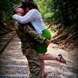 Soldiers love by Stephanie Lariscy - People Couples