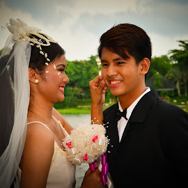 Lucky me. by Morrie Lorena - Wedding Bride & Groom ( ninoy parks, wedding shoot,  )
