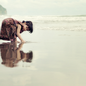 My Princess by Donald Jusa - Babies & Children Children Candids ( girls, reflection, jogjakarta, candids, indonesia, aurelxavieraaldina, children, beach, cute, nikon )