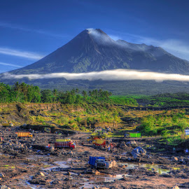 Sand mining on track dangers of Mount Merapi eruption by Ben Bebe - News & Events Disasters