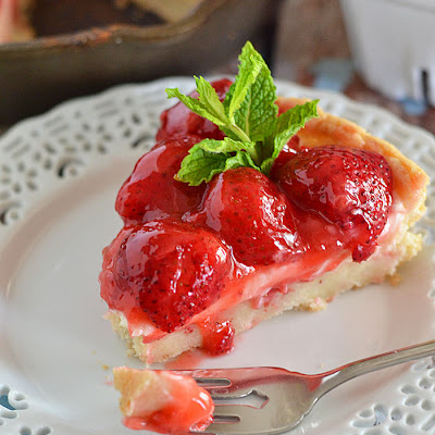 Strawberries and Cream Dessert Pizza