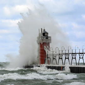 South Haven South Pier Light by Norm Dunlap - Buildings & Architecture Other Exteriors ( michigan, lake michigan, waves, lighthouse, great lakes, south haven )