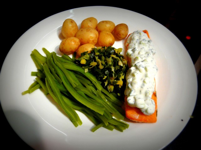 Baked Salmon with Cucumber Dill Sauce Recipe | Yummly