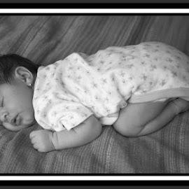 Sleep.... by Ionel Lupu - People Maternity
