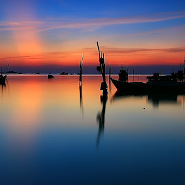 Peaceful Sunset by Ina Herliana Koswara - Landscapes Sunsets & Sunrises ( water, waterscape, sunset, long exposure, beach )