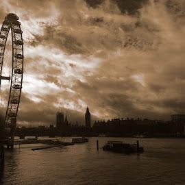 Wheel in the Sky by Chris Knowles - City,  Street & Park  Skylines