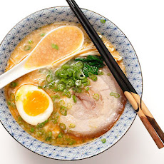 Rich and Creamy Tonkotsu Ramen Broth