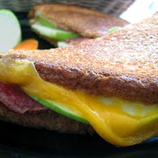 Grilled Cheese With Bacon, Apple and Mustard