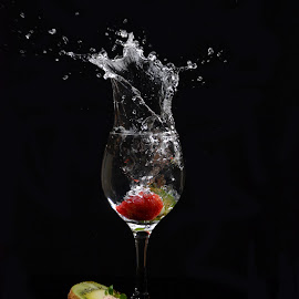 Strawberry splash by Rakesh Syal - Food & Drink Fruits & Vegetables