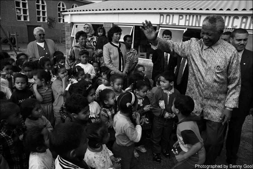 """""""总统唱《一闪一闪亮晶晶》(Twinkle Twinkle little star)。孩子们没想到总统还有这一手,都很惊奇。"""""""