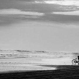 Never Give Up by Arka Ghosh - Novices Only Landscapes ( clouds, see, black and white, landscapes, dusk )