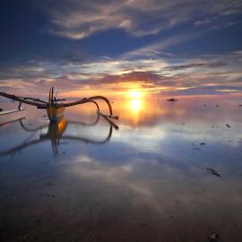The Golden Boat by Gede Widiarsa - Landscapes Sunsets & Sunrises ( bali, sanur, sunrise, boat )