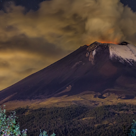 Midnight smoker by Cristobal Garciaferro Rubio - Landscapes Mountains & Hills ( volcano, popo, mexico, popocatepetl, smoking volcano, nightscape )