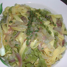 Spinach Fettuccini With Pearl Onions