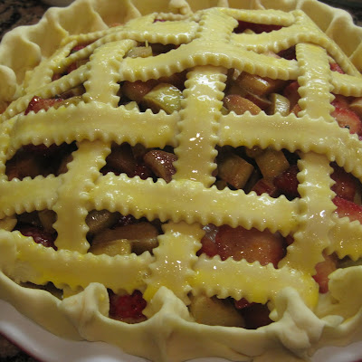 Rhubarb Strawberry Pie for a Potluck