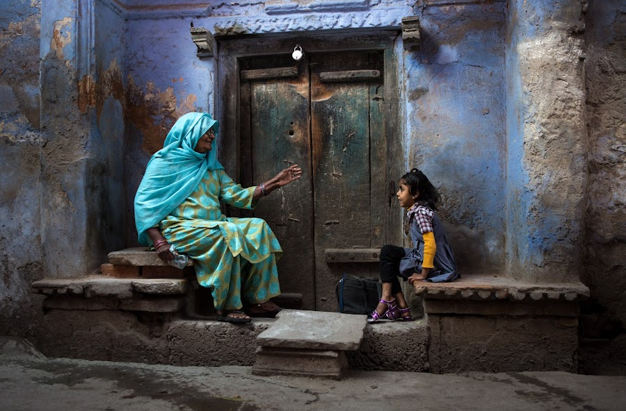Telling stories... by Julie Higelin - People Street & Candids ( child, rajasthan, street, india, grandmother )