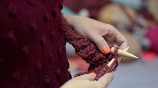 Floqq video aprende a tejer una hudson shirt con lana - Lana gruesa para tejer ...