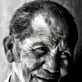 Mr. Santos by Ferdinand Ludo - People Portraits of Men ( hanging out usjr campos, sunday, retired, senior citizen, portrait,  )