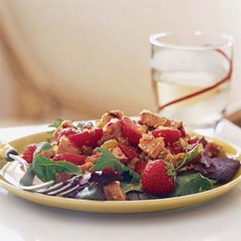 Chicken and Strawberries Over Mixed Greens