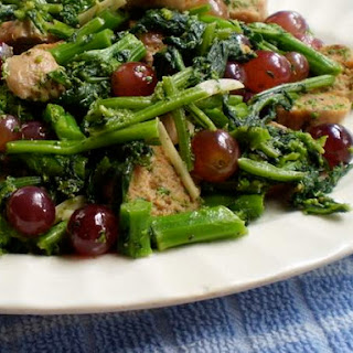 Broccoli Rabe, Turkey Sausage, and Grapes