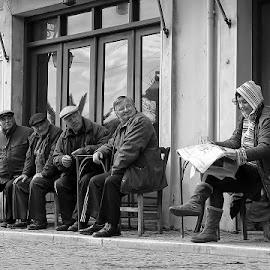 4 x head turn by George Petridis - People Street & Candids ( old, womman, street, funny, cafe, men, newspaper,  )
