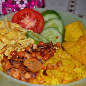 Nasi Goreng.. by Dwi Ratna Miranti - Food & Drink Plated Food