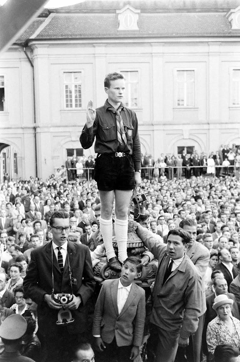 Zuschauer bei der Rede De Gaulles in Ludwigsburg, 1962.
