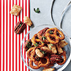 Sweet and Spicy Nut and Pretzel Mix