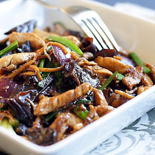 Ginger and Black Fungus Chicken (姜丝云耳鸡)
