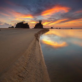 Unintended by Umar Affan - Landscapes Sunsets & Sunrises ( landmark, sand, leading lines, waterscape, moment, art, beach, sunrise )