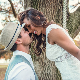 Swing for a kiss by Aaron Lockhart - People Couples ( wedding photography, wedding, engaged, engagements, engagement )