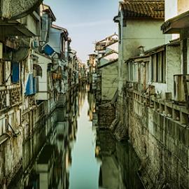 Suzhou (China) 2 by Vlad Meytin - City,  Street & Park  Neighborhoods ( canals, suzhou, art photography, vladsm, neighborhood, canal, art pictures, photography, meytin, 中國, vlad meytin, k.h. imporium co., 苏州, www.flickr.com/vmwelt, china, 中国, vladsm.com )