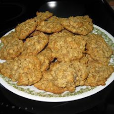 Chewy Oatmeal and Raisin Cookies