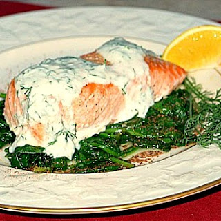 Grilled Salmon with Spinach and Yogurt Dill Sauce