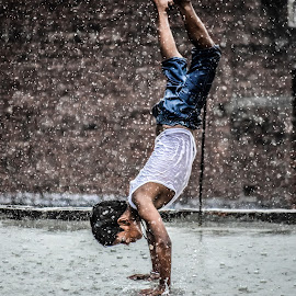 Monsoon blue by Himanshu Rastogi - People Street & Candids