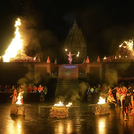 burning by Tt Sherman - News & Events Entertainment ( yogyakarta, ramayana, burning, ballet, prambanan, dance )