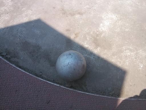 东华体育场铁球