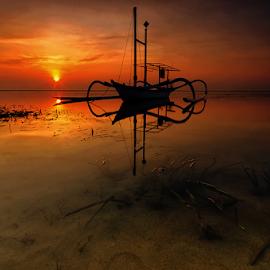 siluet pagi by Noret Nusanjaya - Landscapes Sunsets & Sunrises ( beach, sunrise, boat, shillouette )