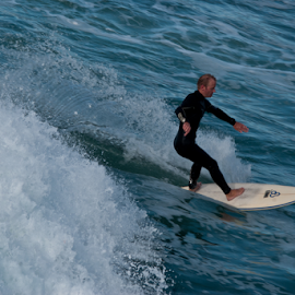by Lane Weinberg - Sports & Fitness Surfing