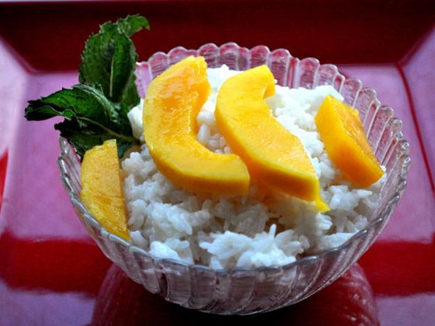 Coconut Sticky Rice with Mango