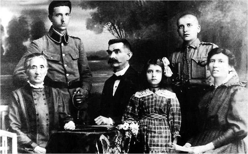 The Kozielewski family photographed in a Łódź studio in 1918 – the year Poland regained its independenceafter 130 years of partitions and foreign governance.