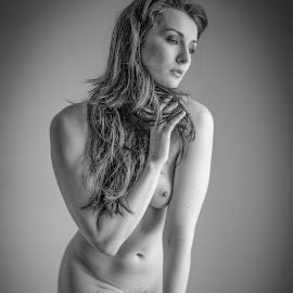Cassie by Peter McLean - Nudes & Boudoir Artistic Nude ( art nude, monochrome, long hair, thoughtful, spotlight )