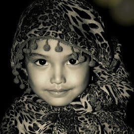 Uma Juan by YaZie Arief - Babies & Children Child Portraits