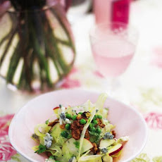 Summer crunch salad with walnuts & Gorgonzola